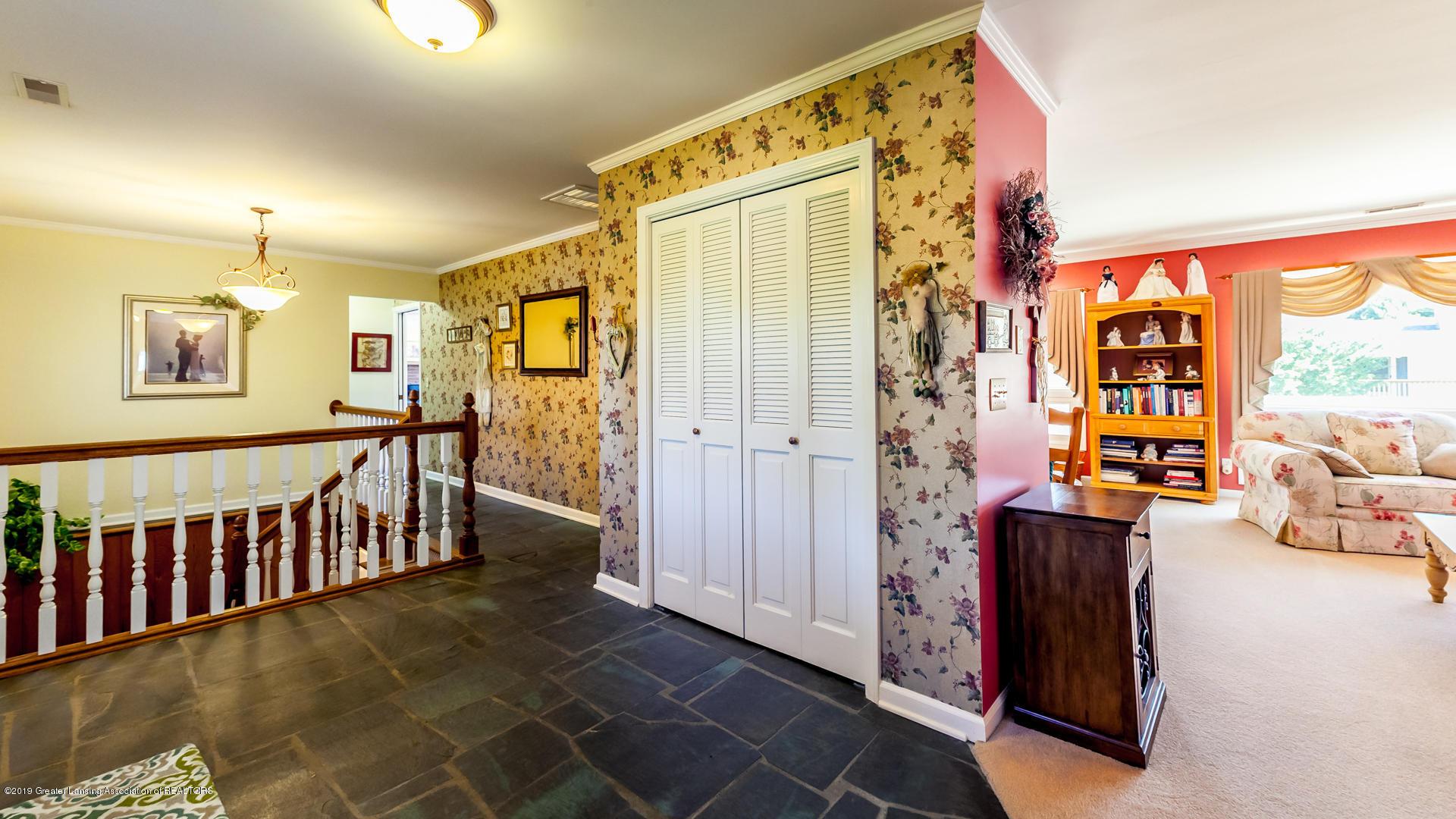 10109 Burgundy Blvd - foyer - 4
