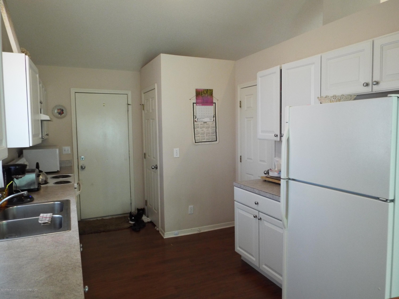3056 E Lake Lansing Rd - Kitchen - 12