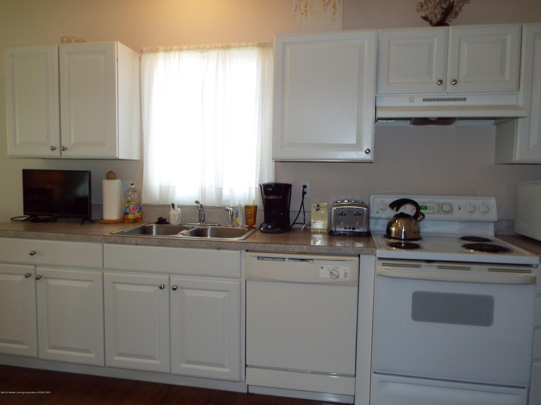 3056 E Lake Lansing Rd - Kitchen - 11