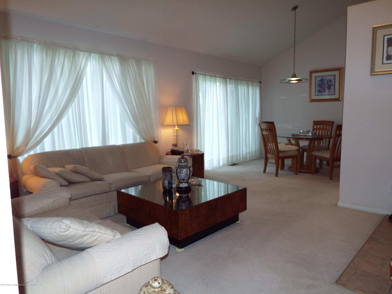3056 E Lake Lansing Rd - Living Room - 5