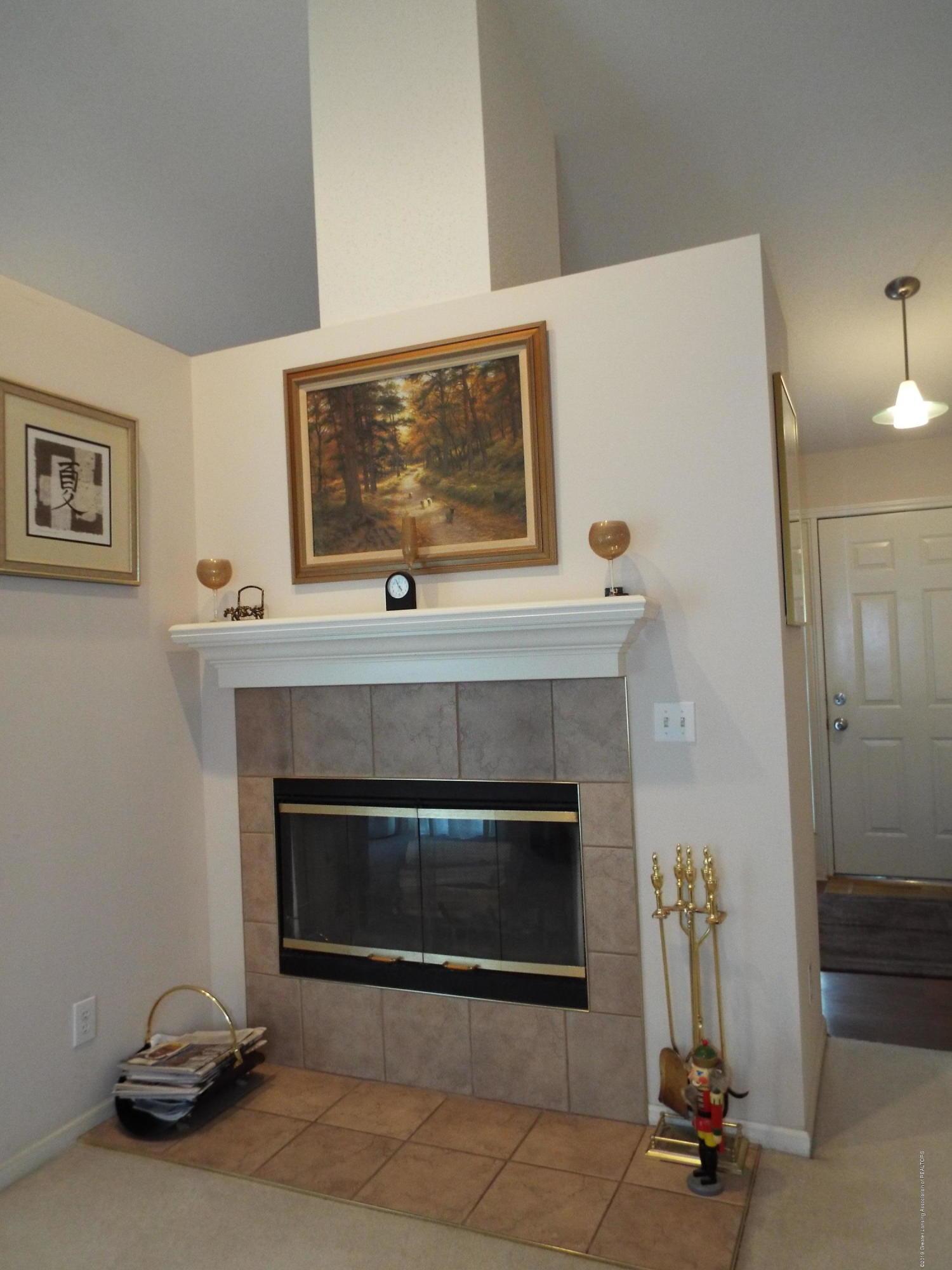 3056 E Lake Lansing Rd - Fireplace - 7