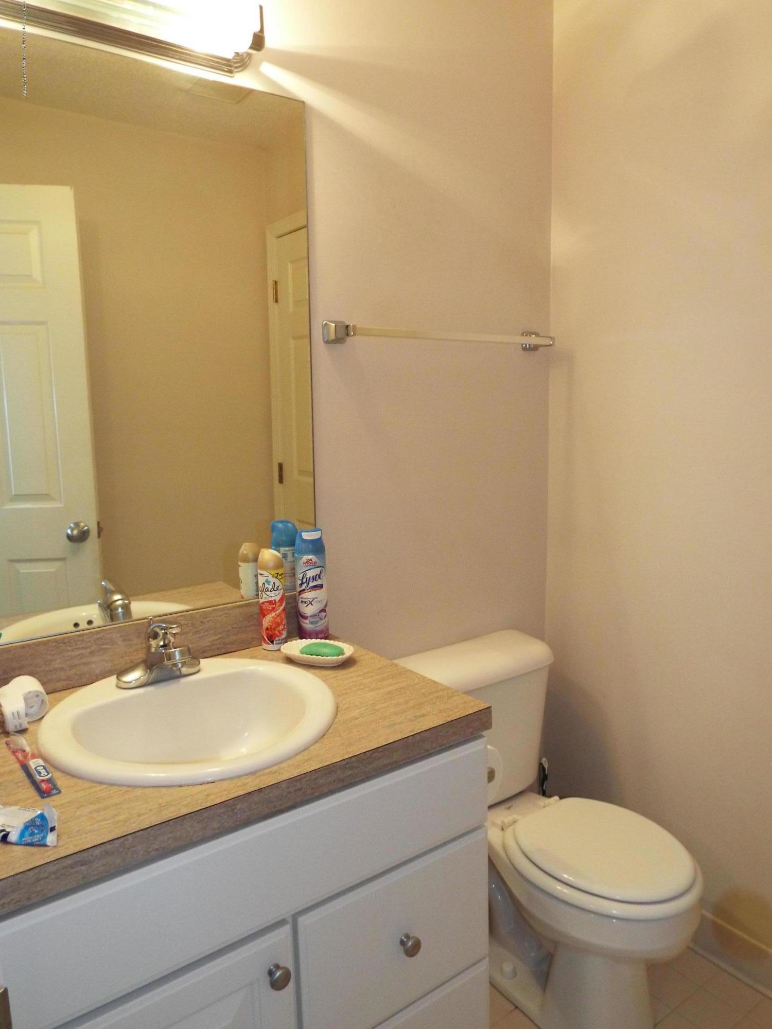 3056 E Lake Lansing Rd - Bathroom - 18