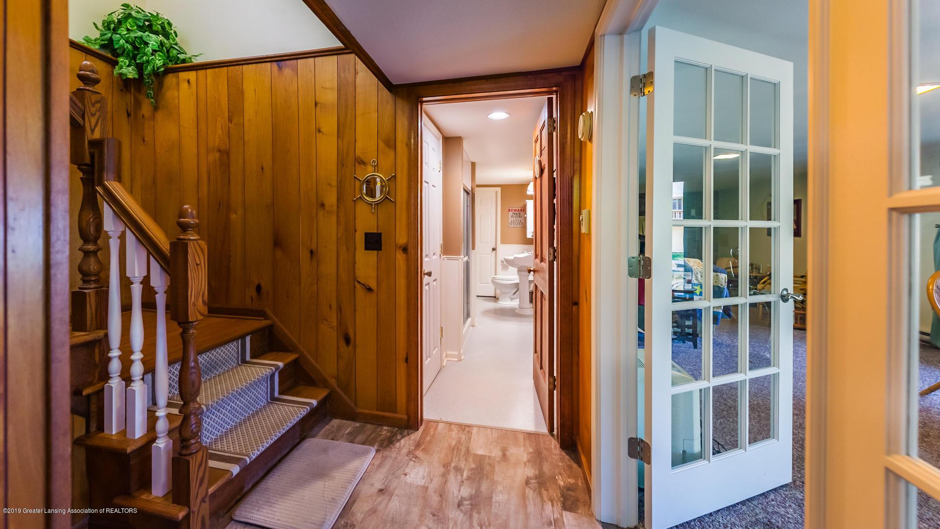10109 Burgundy Blvd - lower level hall - 20