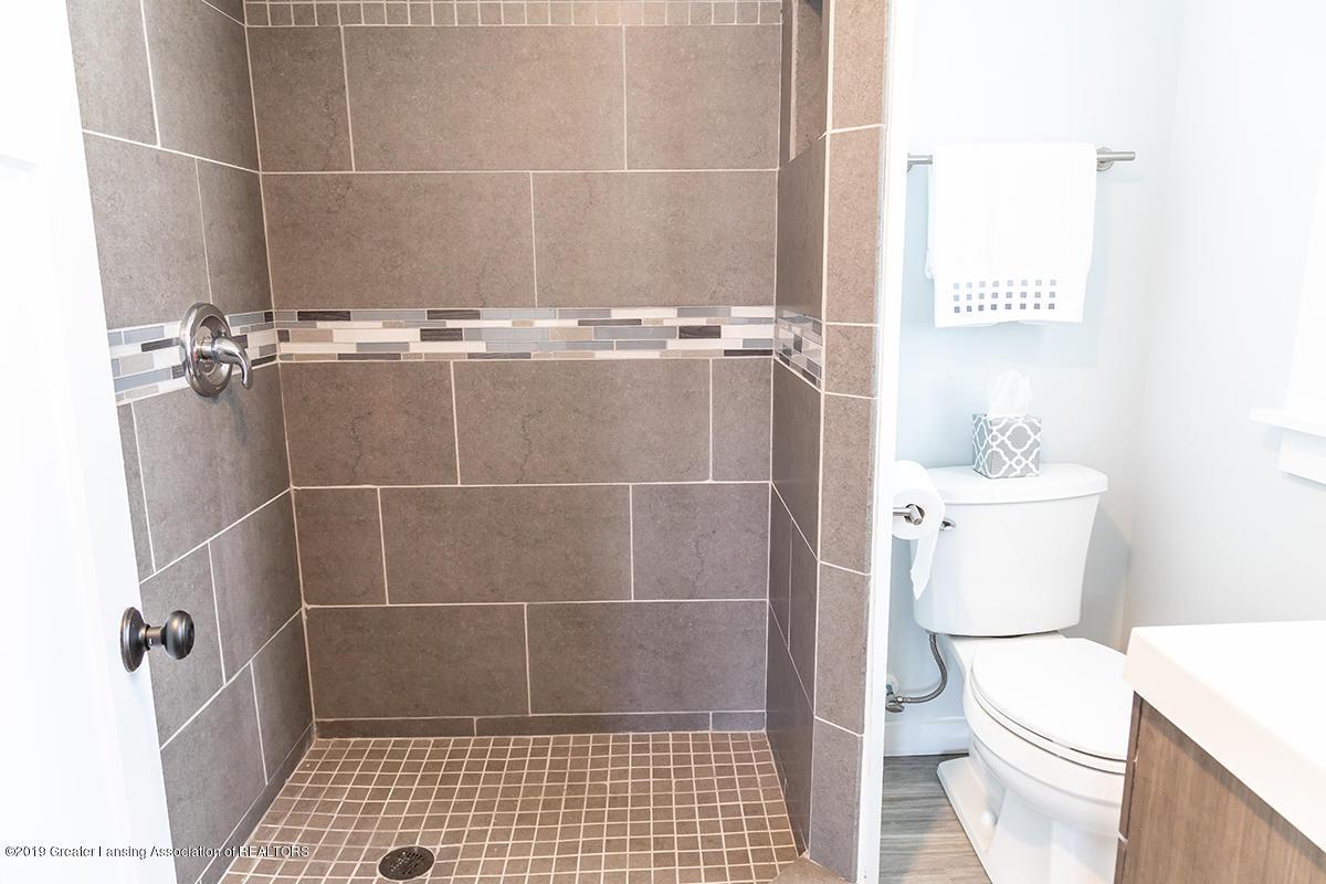1318 Eureka St - upbathroom - 21