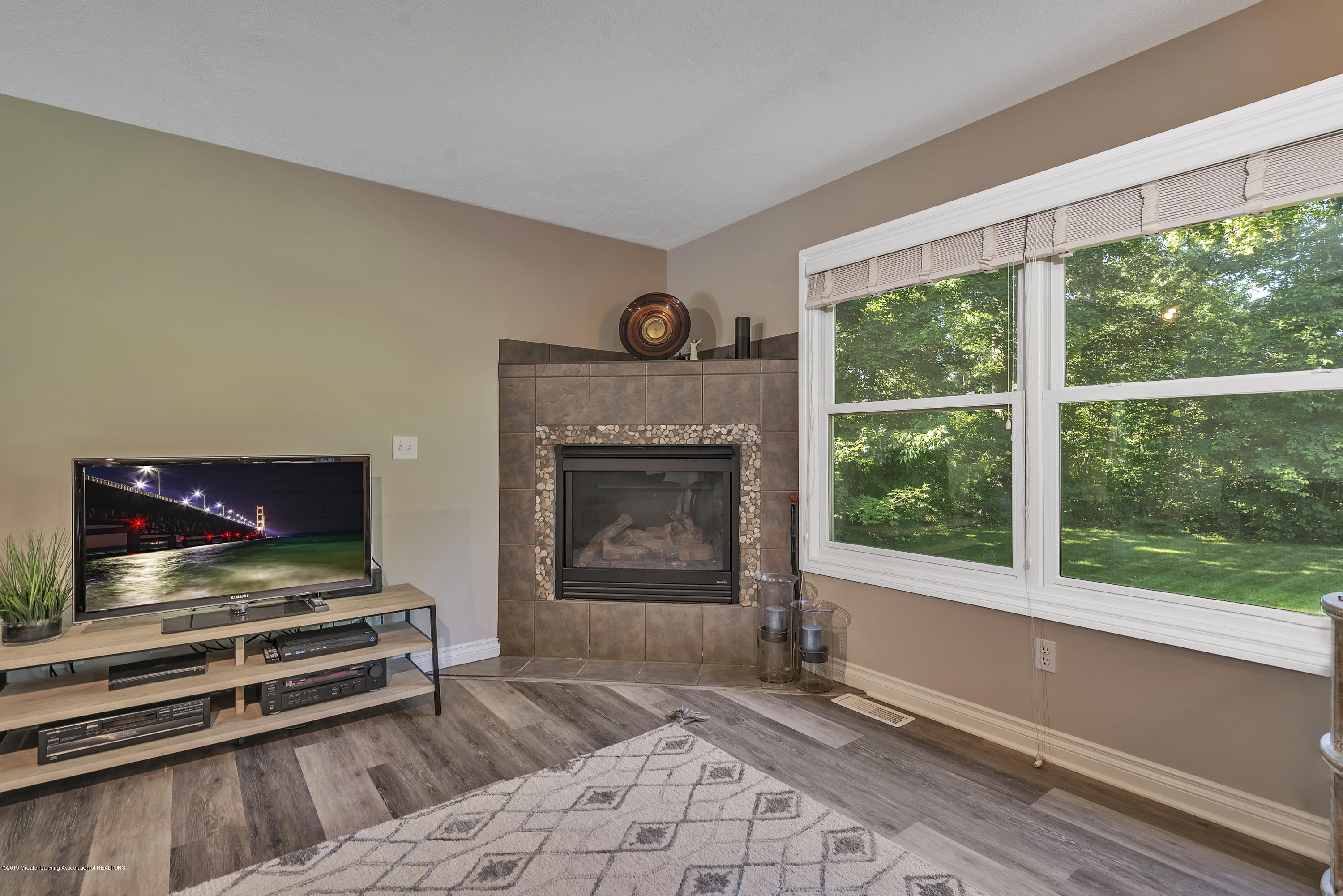 1058 Buckingham Rd - Gas Fireplace - 16