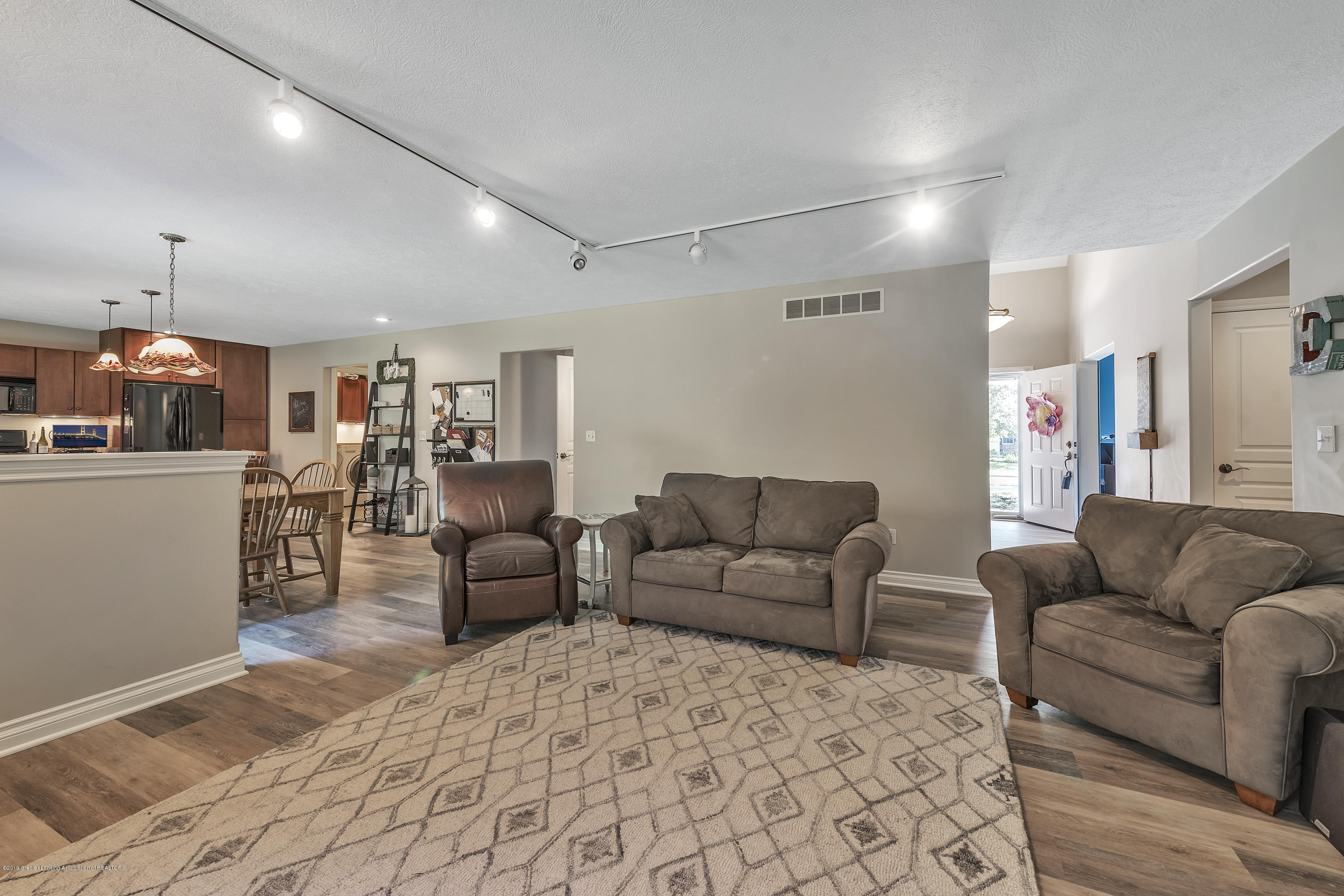 1058 Buckingham Rd - Great Room - 17