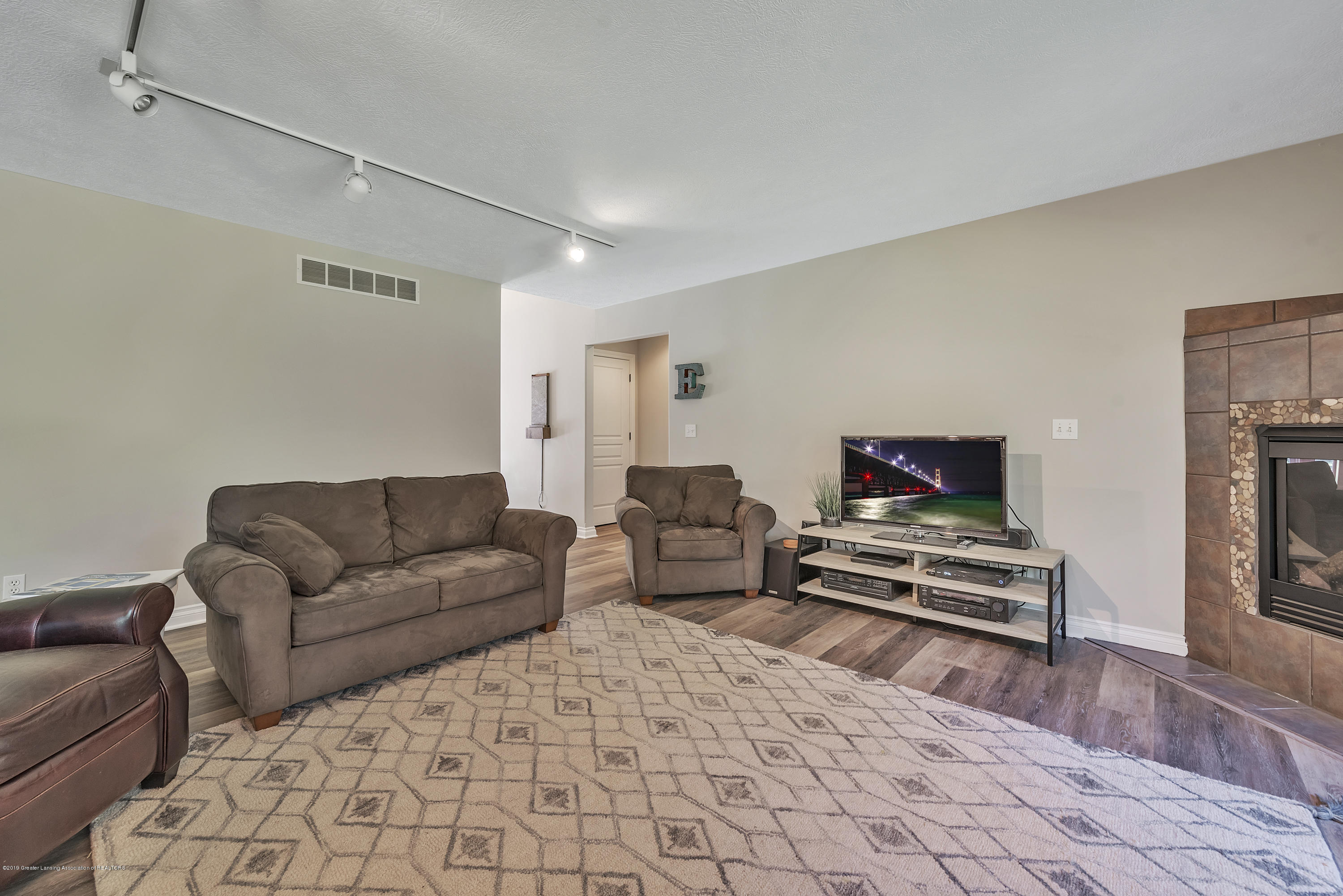 1058 Buckingham Rd - Great Room - 18
