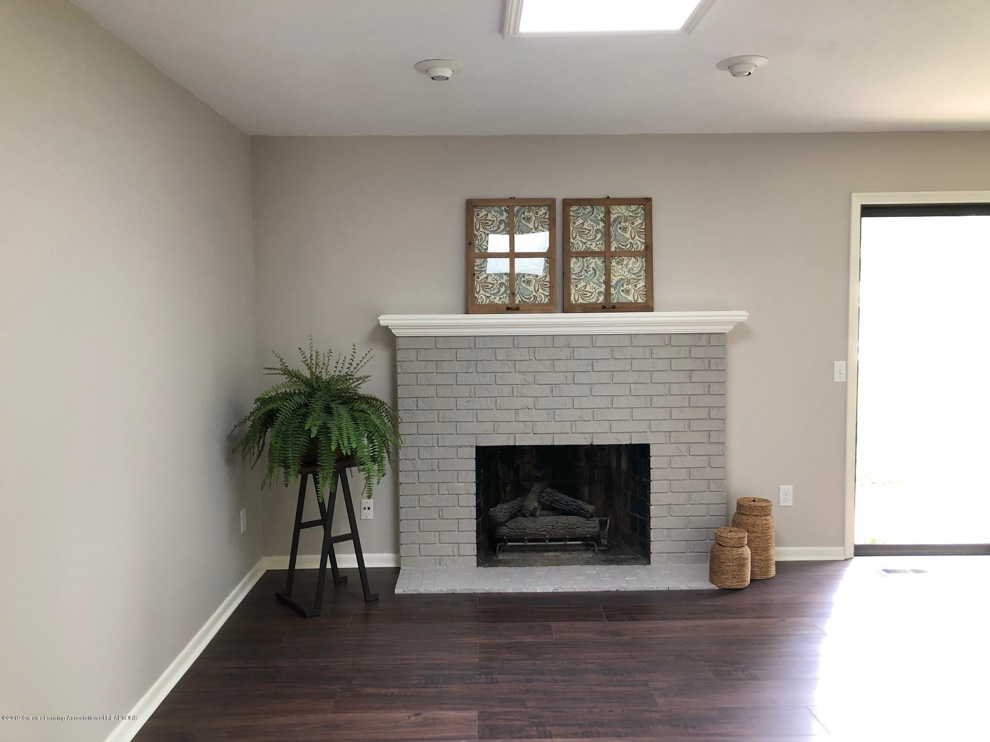 610 Bainbridge Dr - family room - 10
