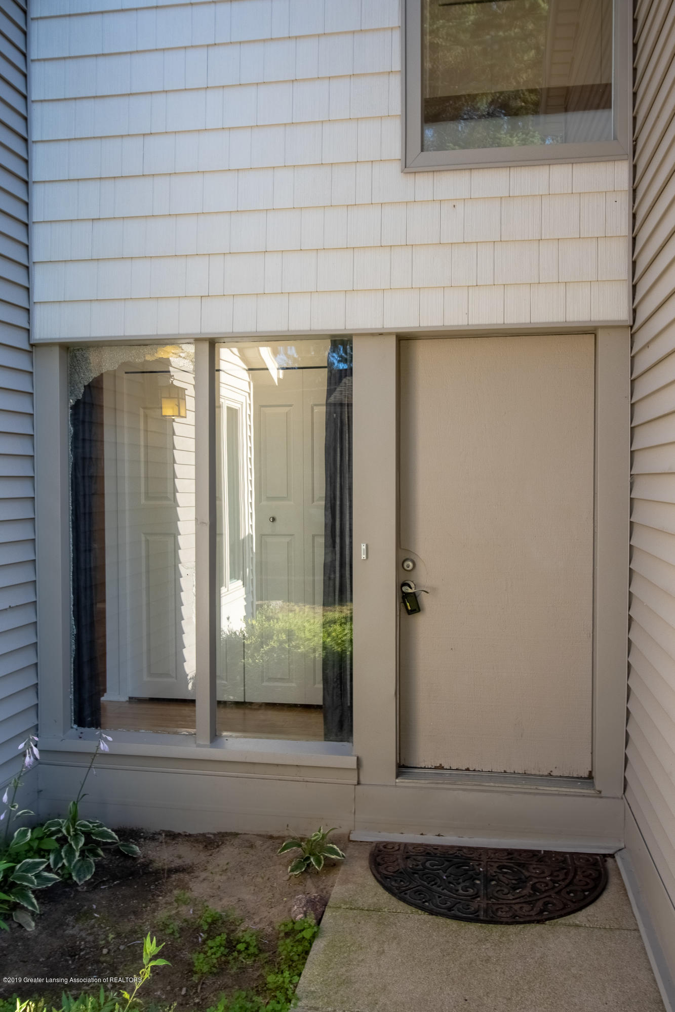 3740 Cavalier Dr 2 - Front Entry - 3