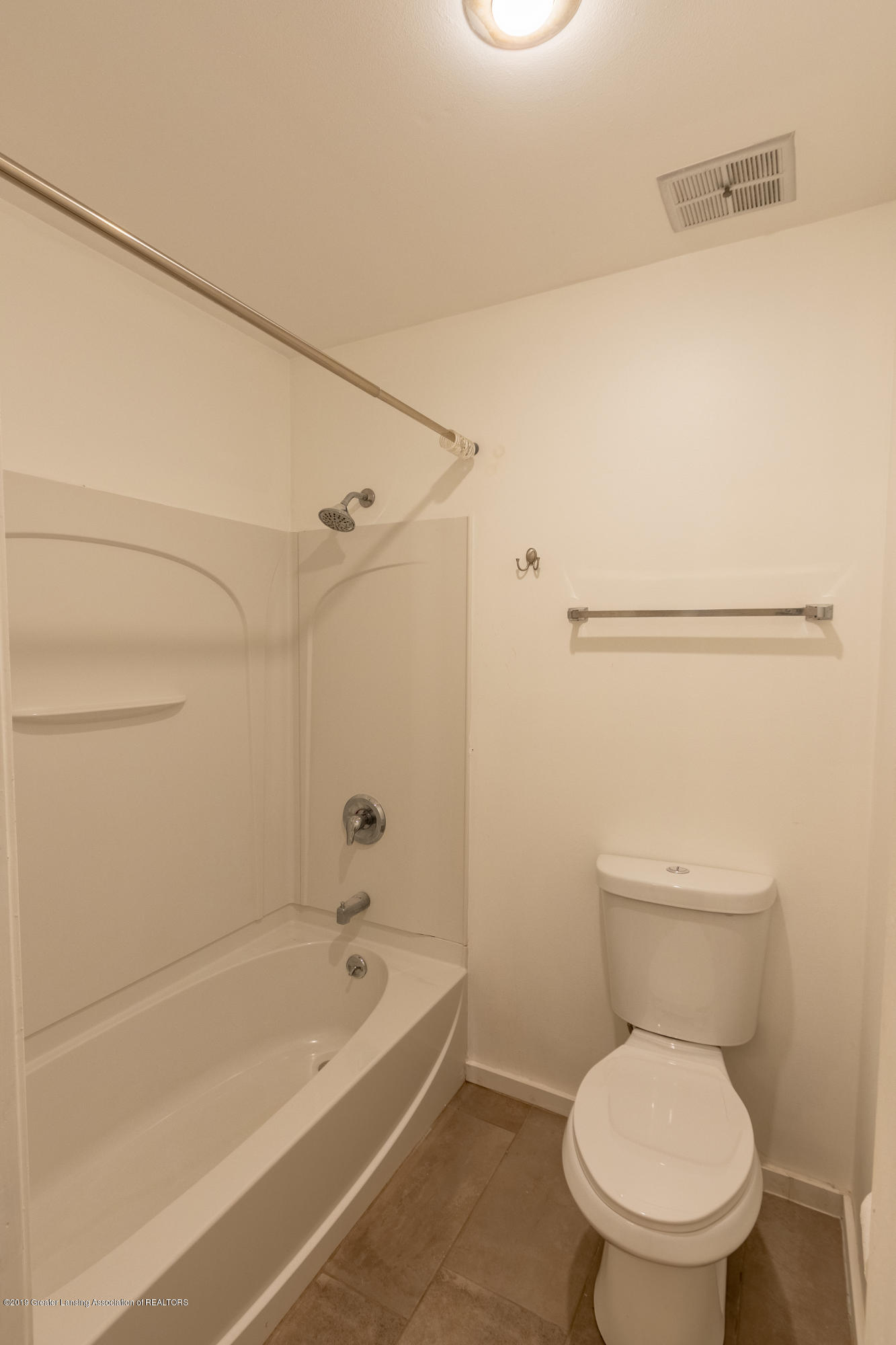 3740 Cavalier Dr 2 - Upper Level Full Bath 1 - 27