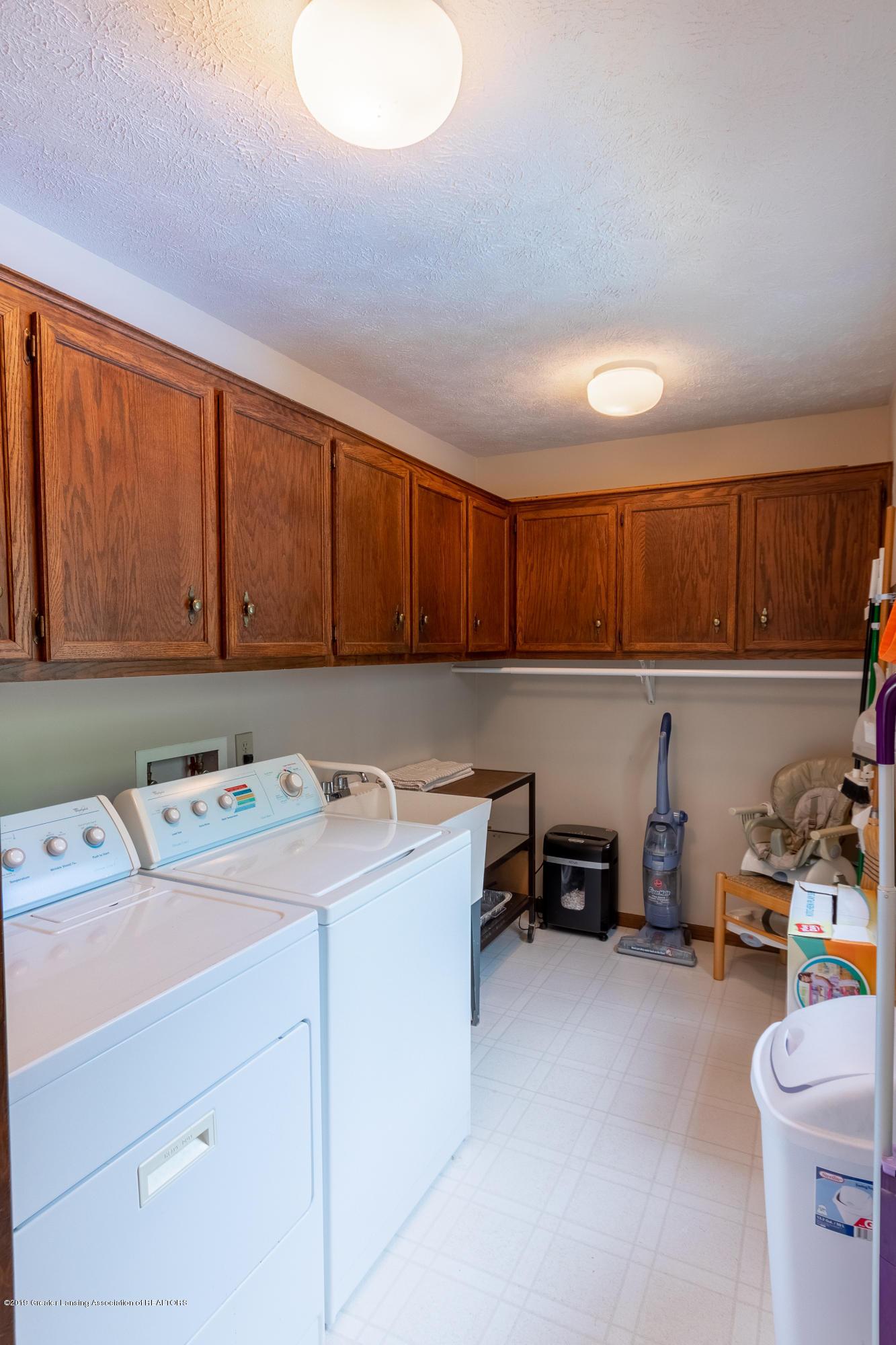 3901 Highwood Pl - Main Floor Laundry - 24