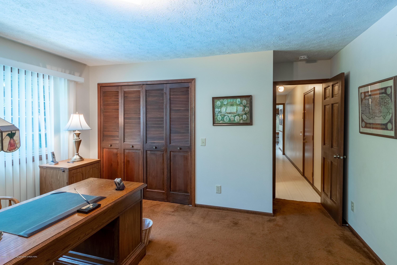3901 Highwood Pl - Main Floor Office - 30