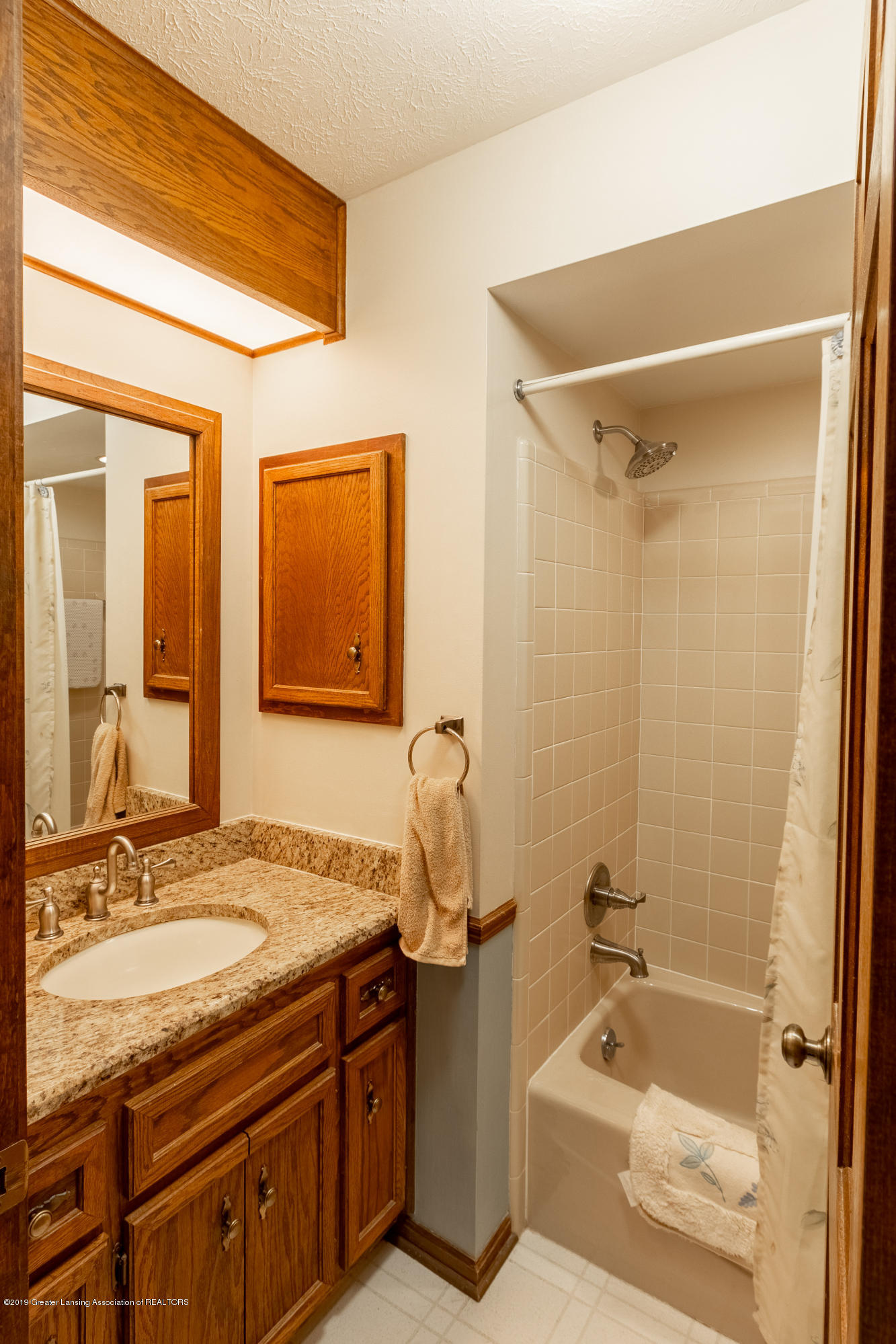 3901 Highwood Pl - Main Floor Full Bath - 31