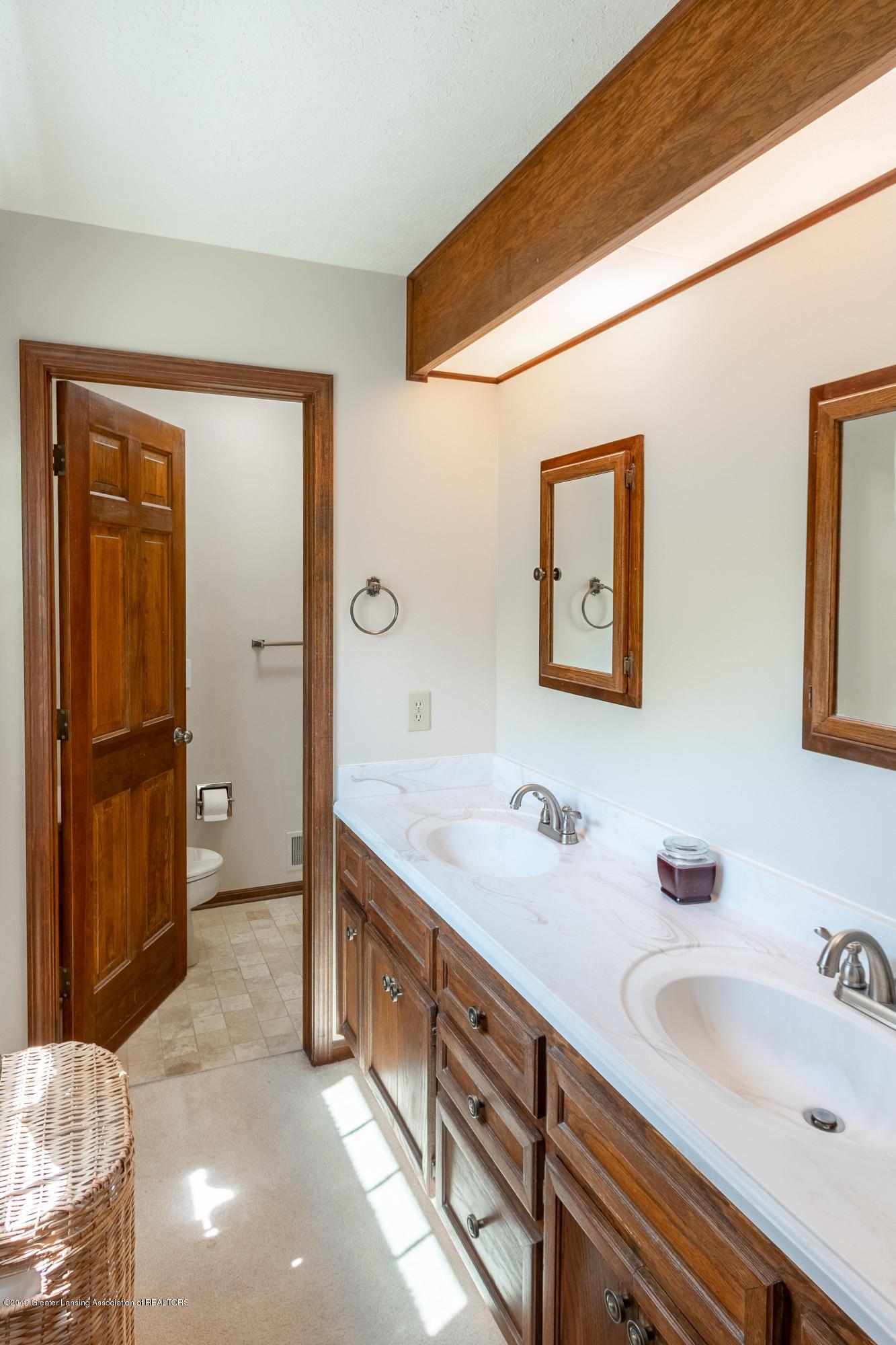 3901 Highwood Pl - Master Bath - 39