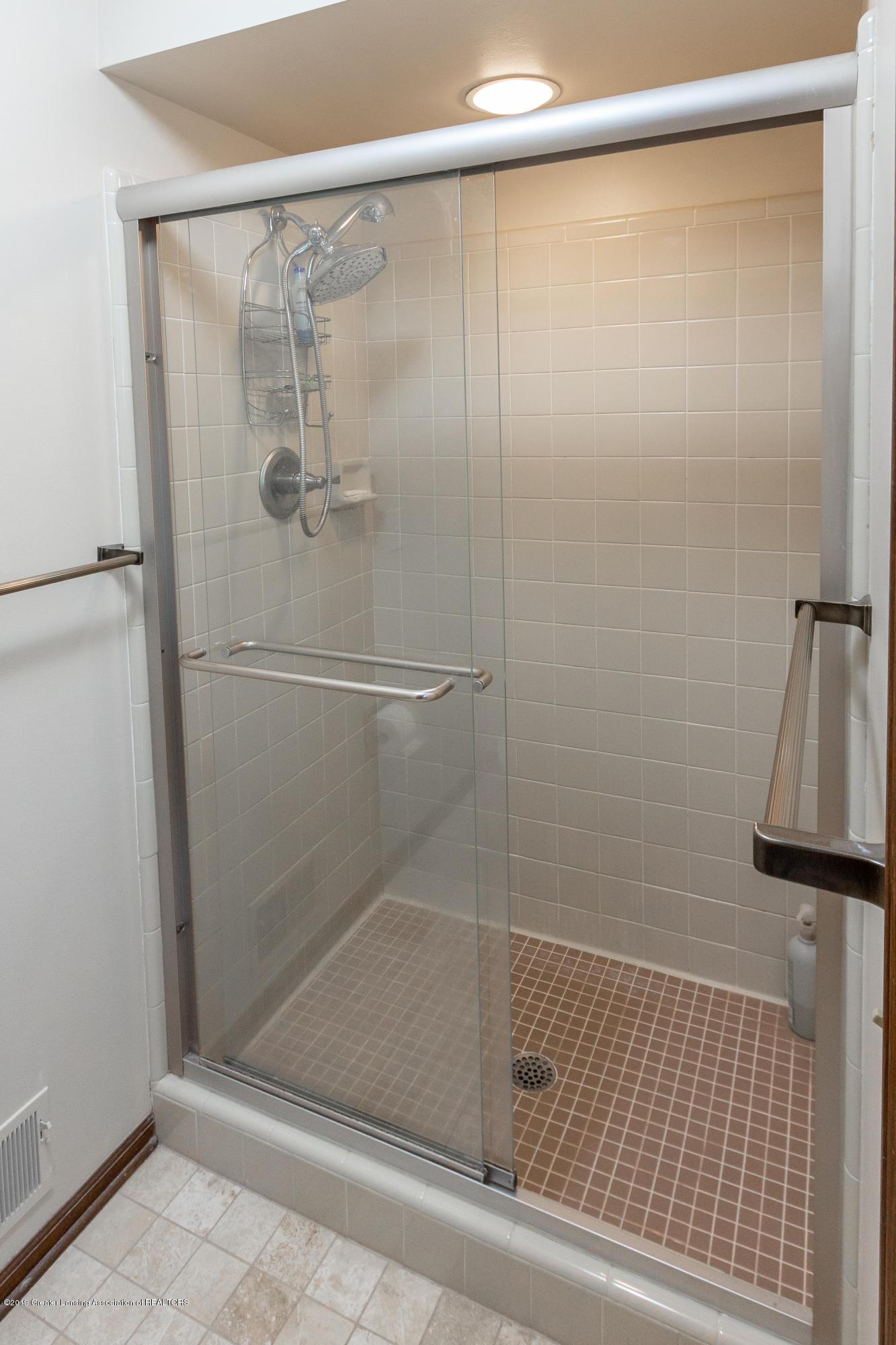 3901 Highwood Pl - Upper Level Full Bath - 47