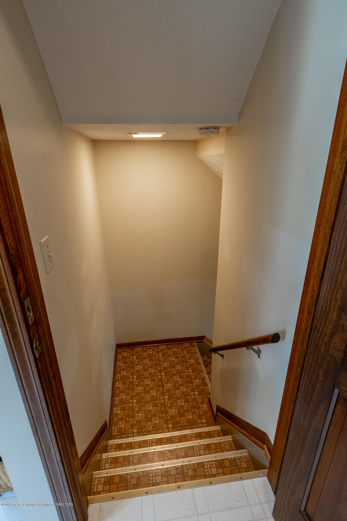 3901 Highwood Pl - Stairs to Lower Level - 48