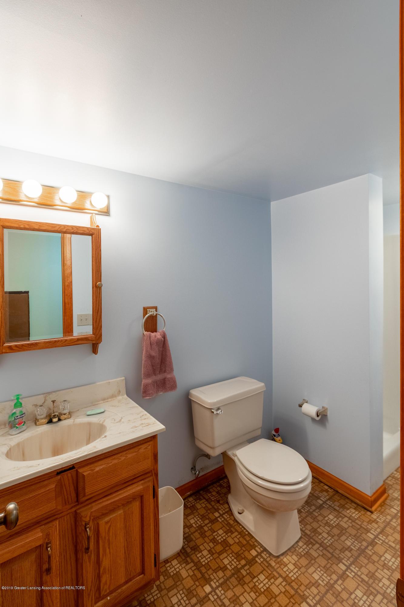 3901 Highwood Pl - LL Full Bath - 57