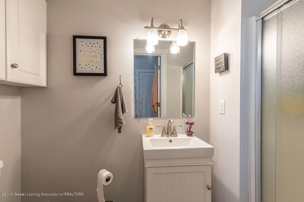 4602 N Smith Rd - smithbathds[1] - 17