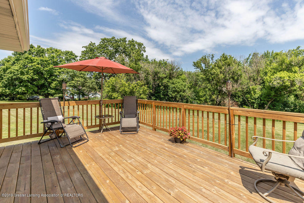 4602 N Smith Rd - smithporch(1of1)[1] - 3