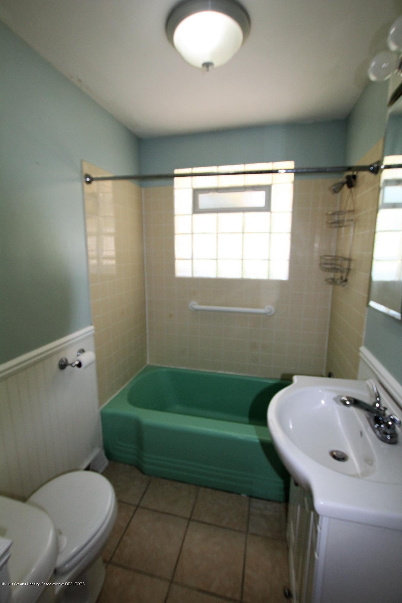 415 Park St - 1st floor Bathroom - 15