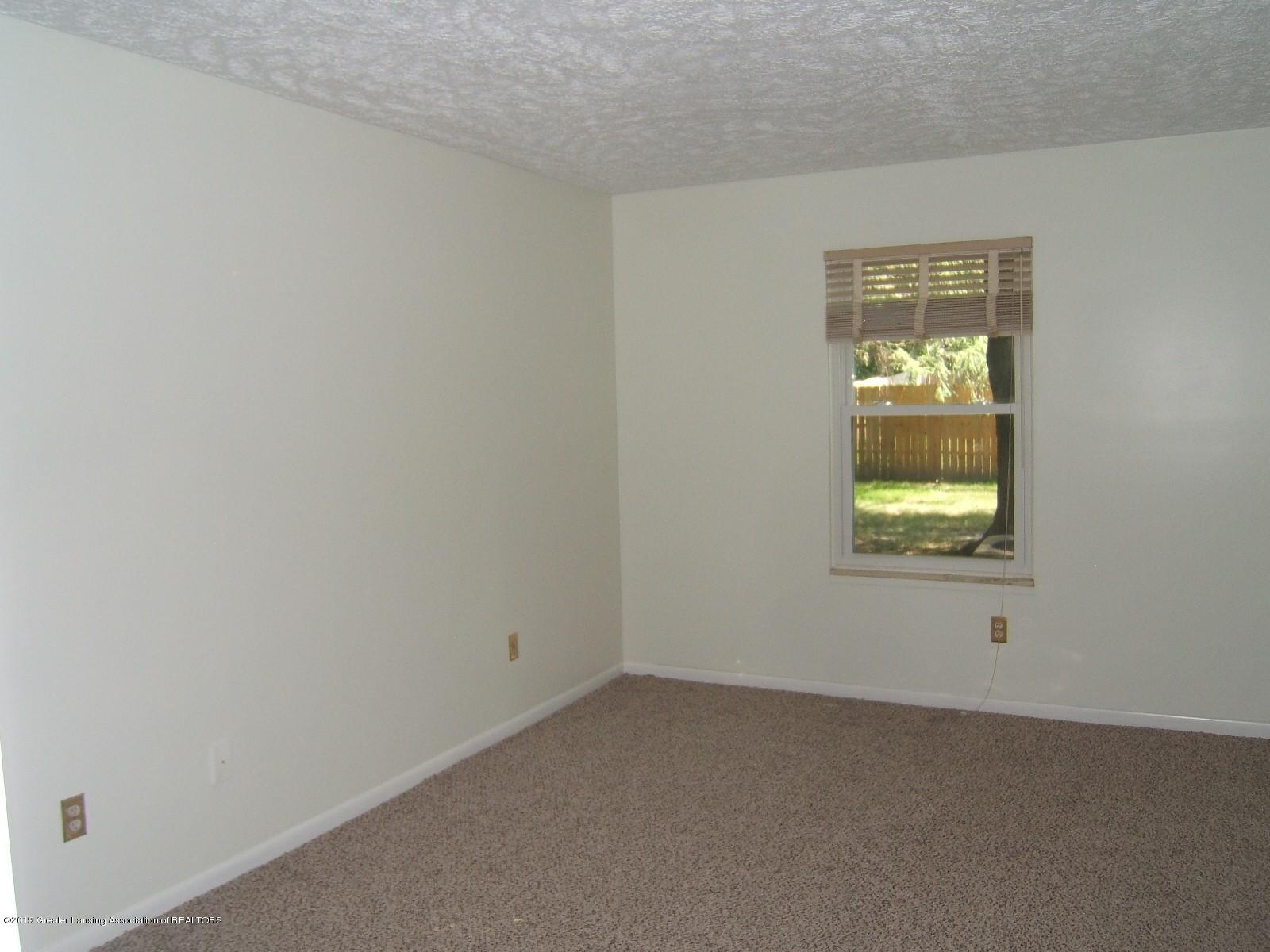 2024 Hamilton Rd 2 - Bedroom - 9