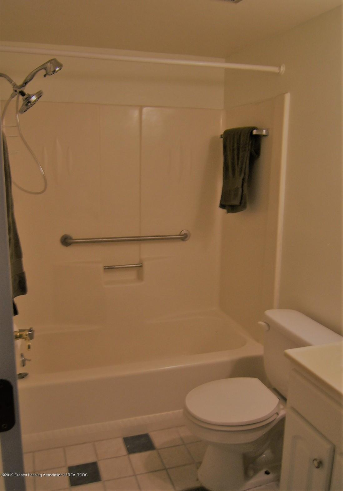 2024 Hamilton Rd 2 - Full Bath - 10