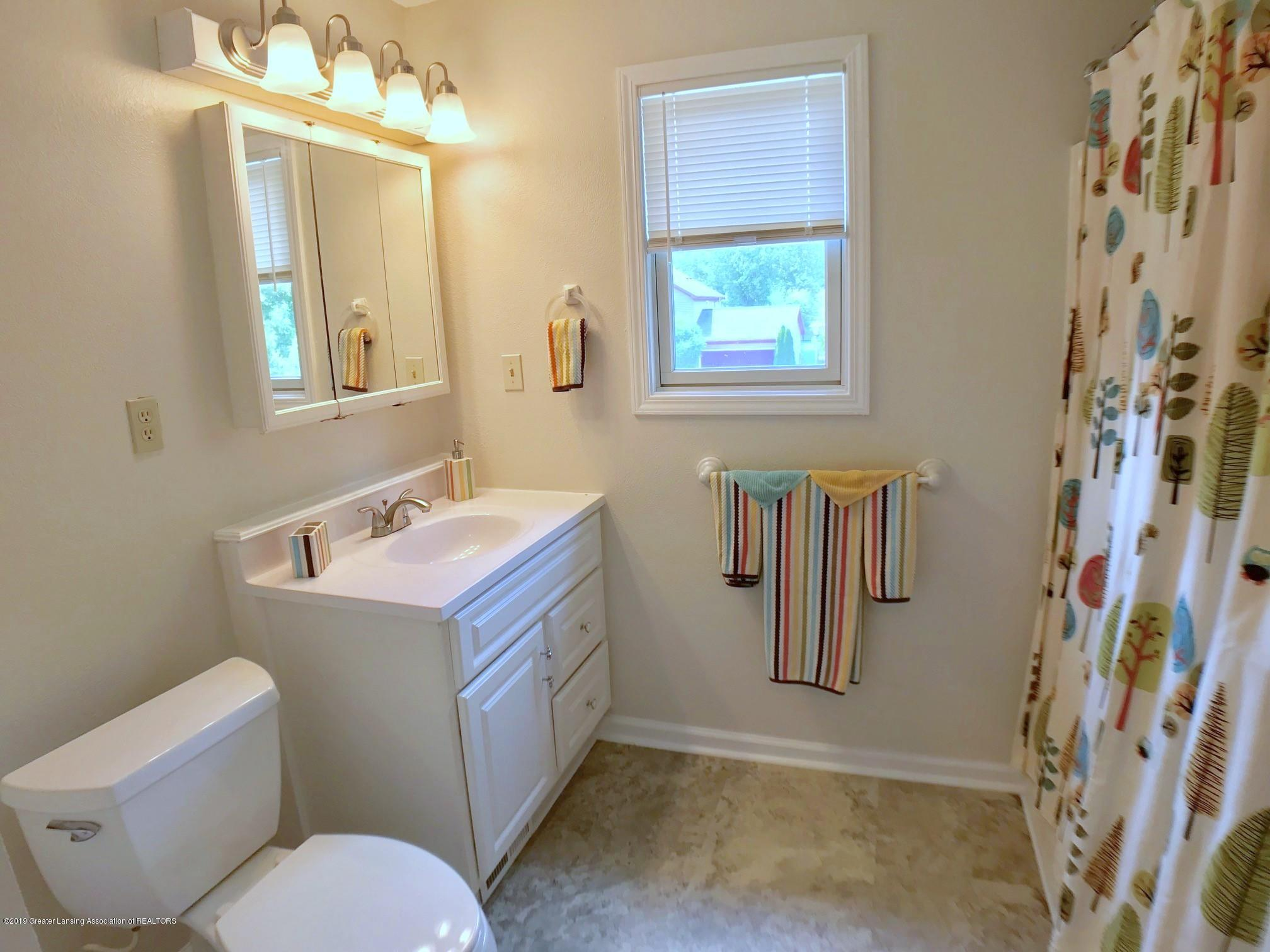 5703 Piper Ave - Second Floor Full Bath - 21