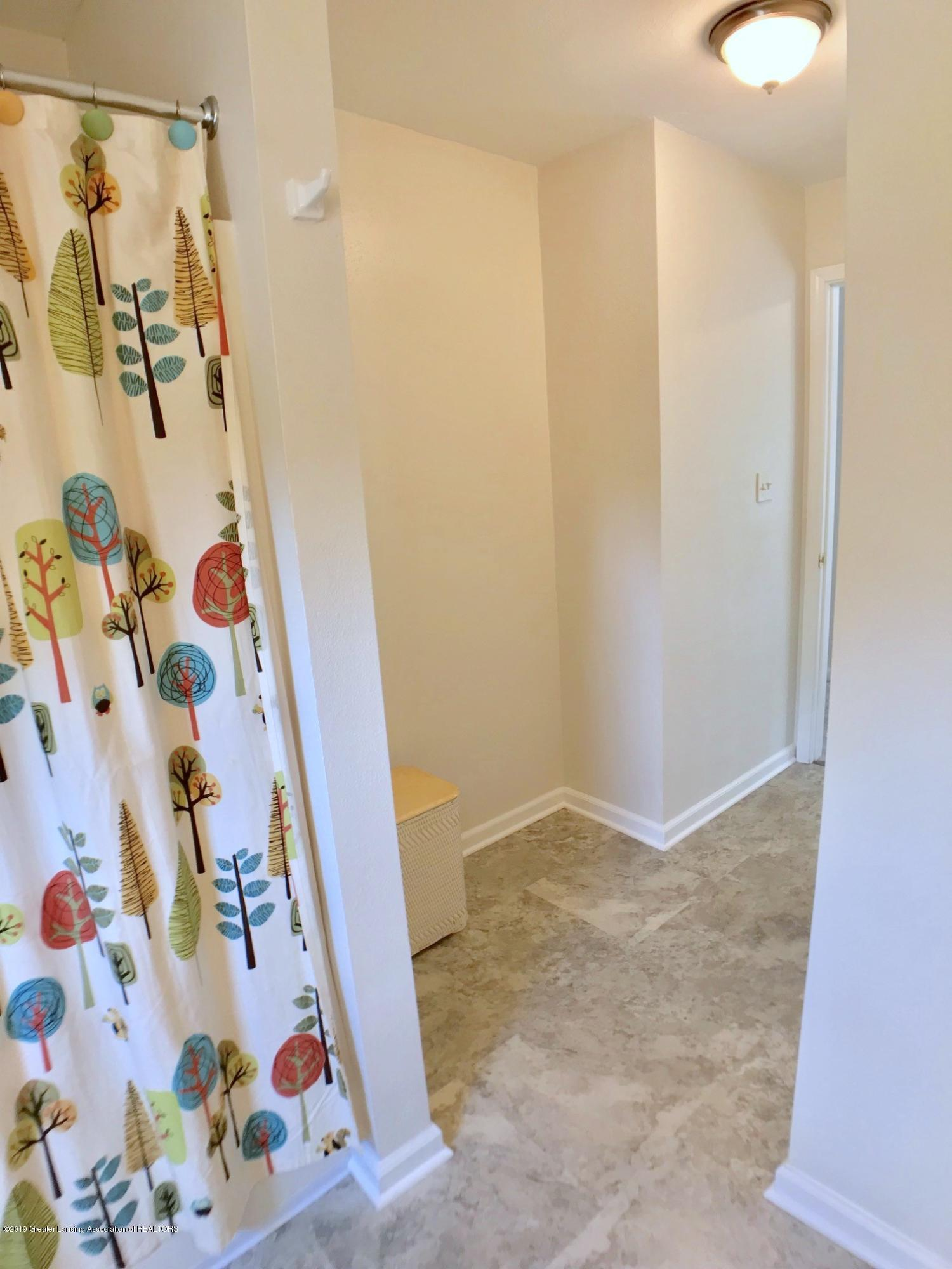 5703 Piper Ave - Second Level Full Bath - 22