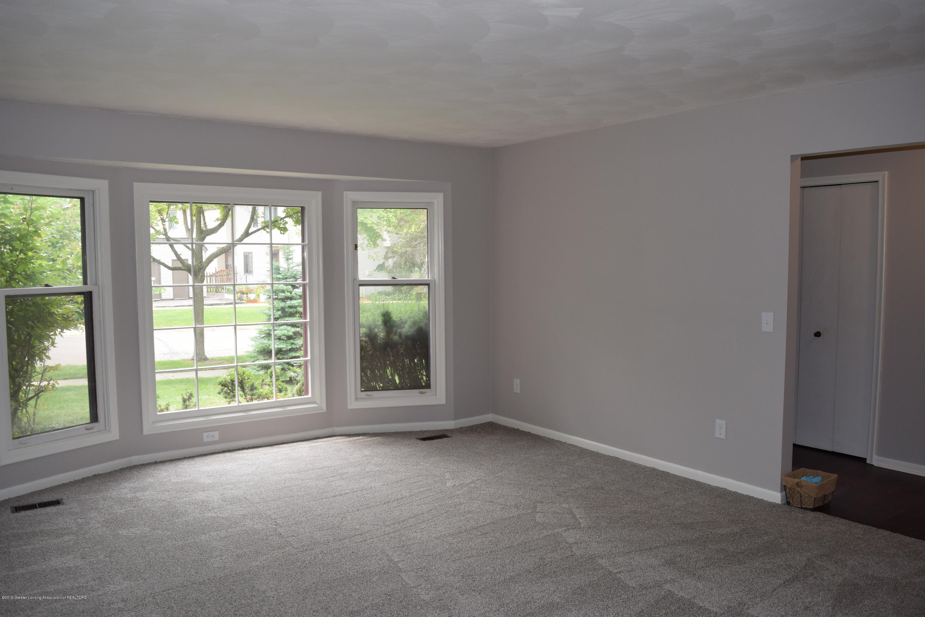 610 Bainbridge Dr - living room - 8