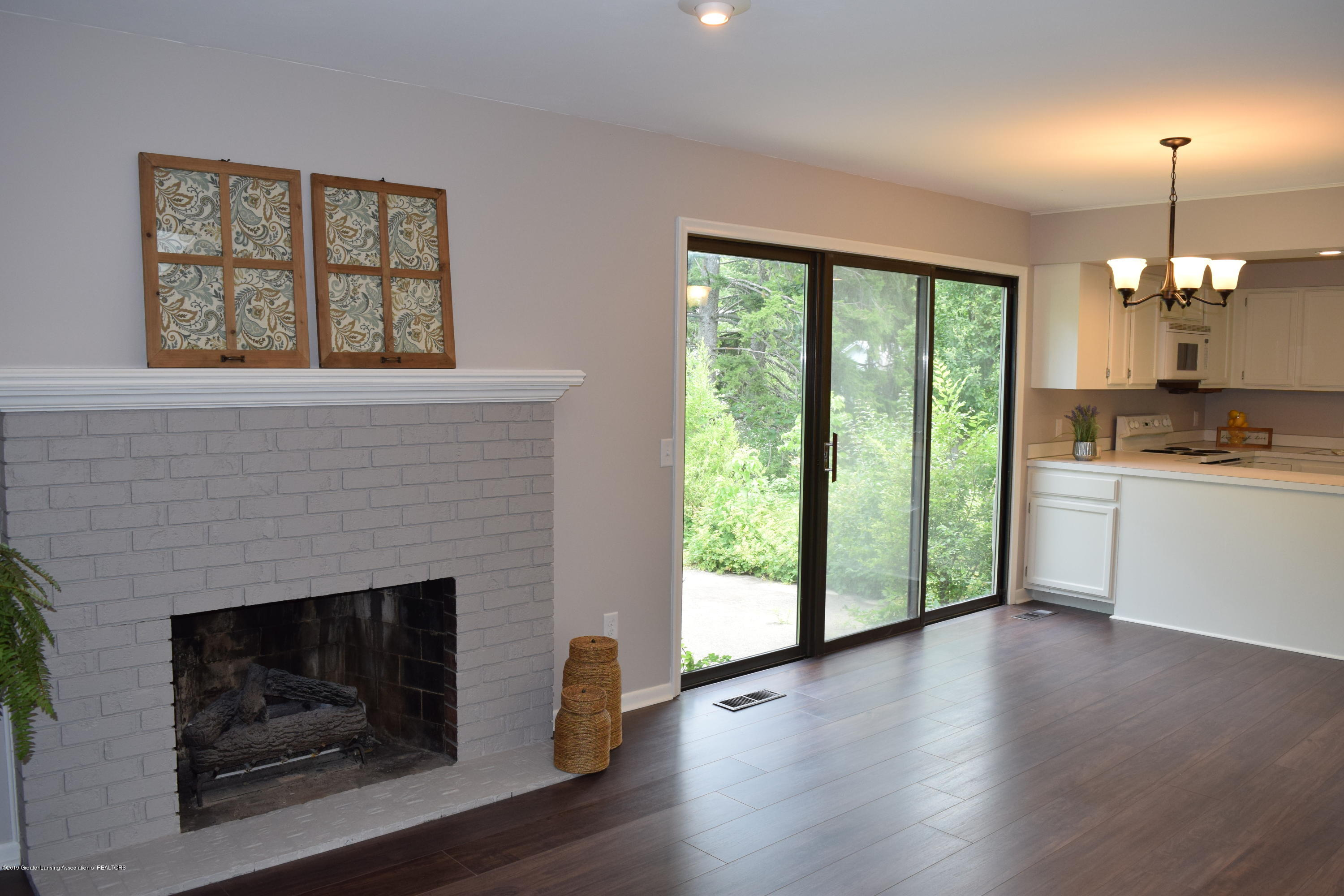 610 Bainbridge Dr - family room - 11