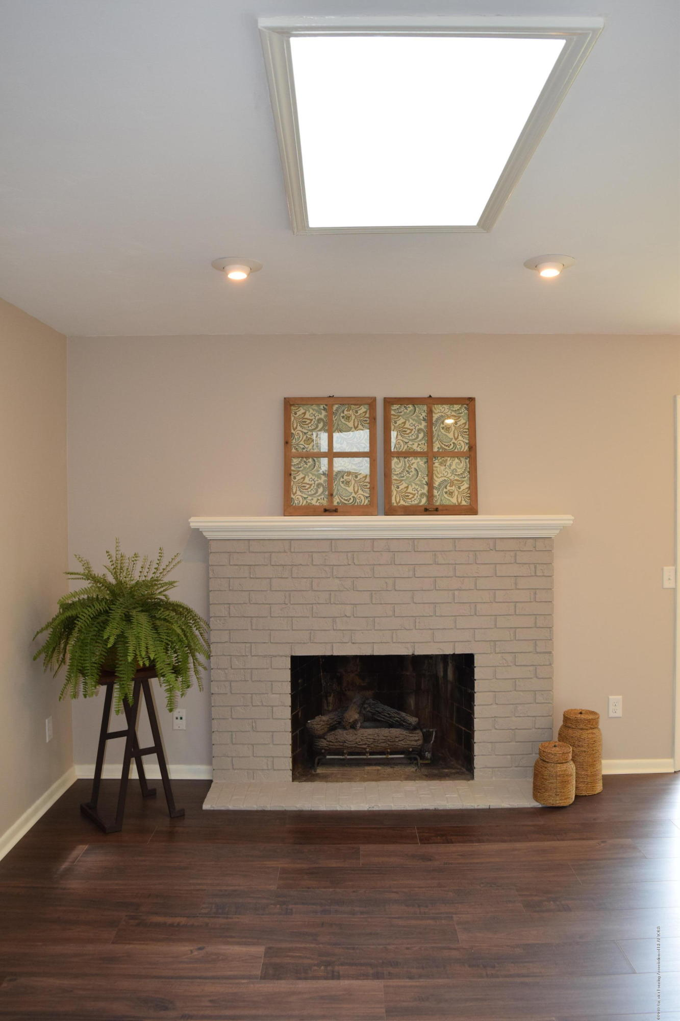 610 Bainbridge Dr - fireplace - 9