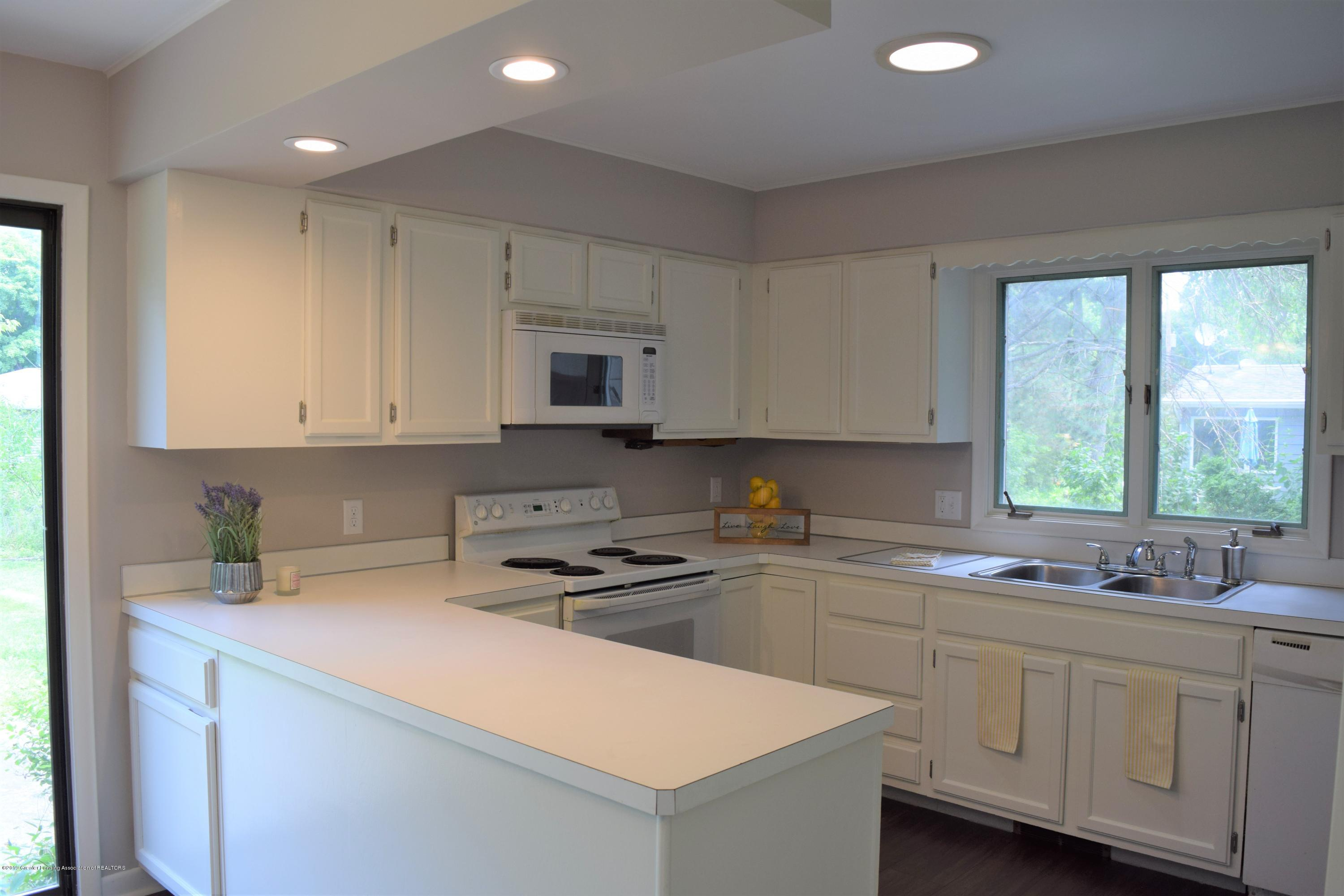 610 Bainbridge Dr - kitchen - 12