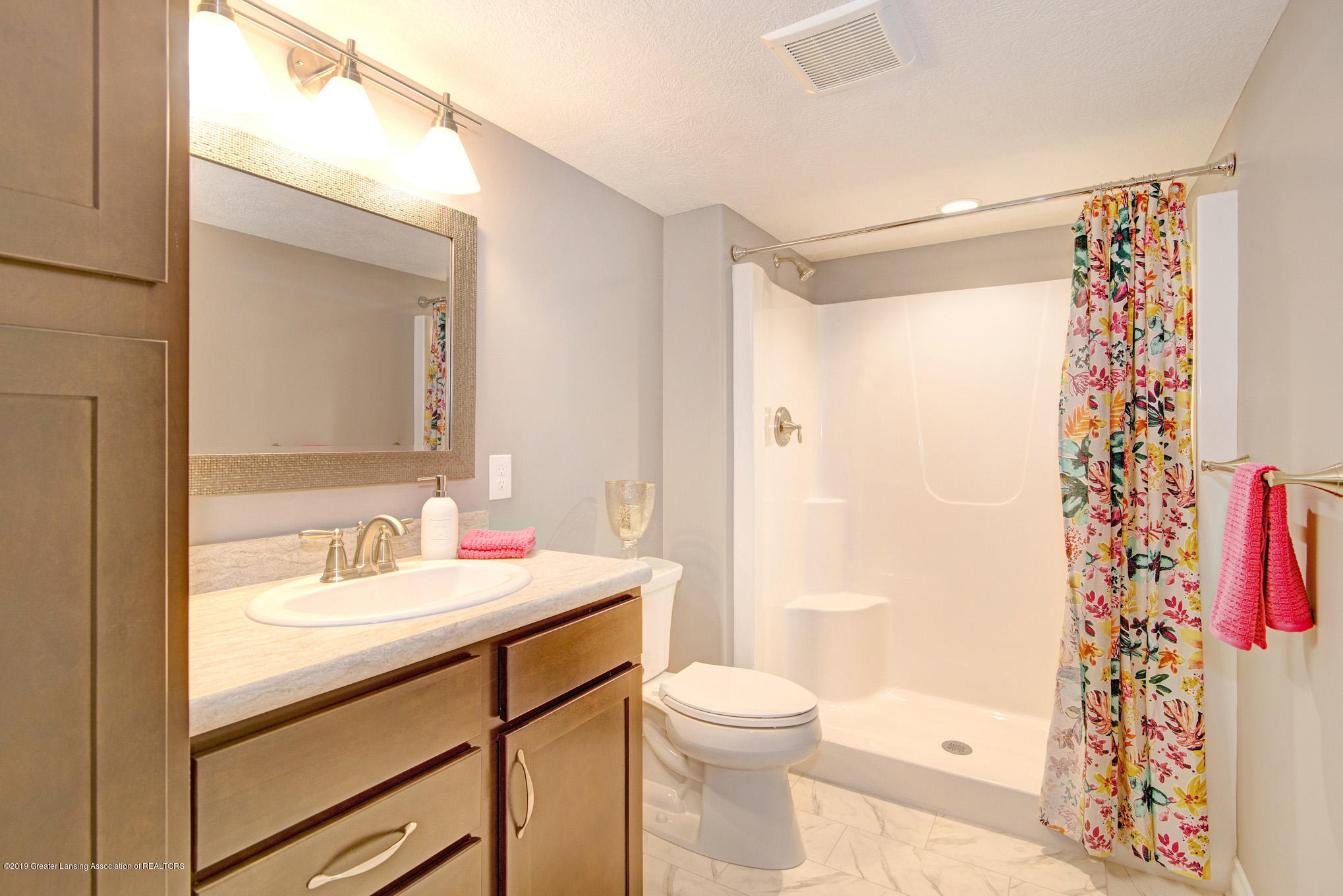 805 Greenwich Dr - lower level bath - 24