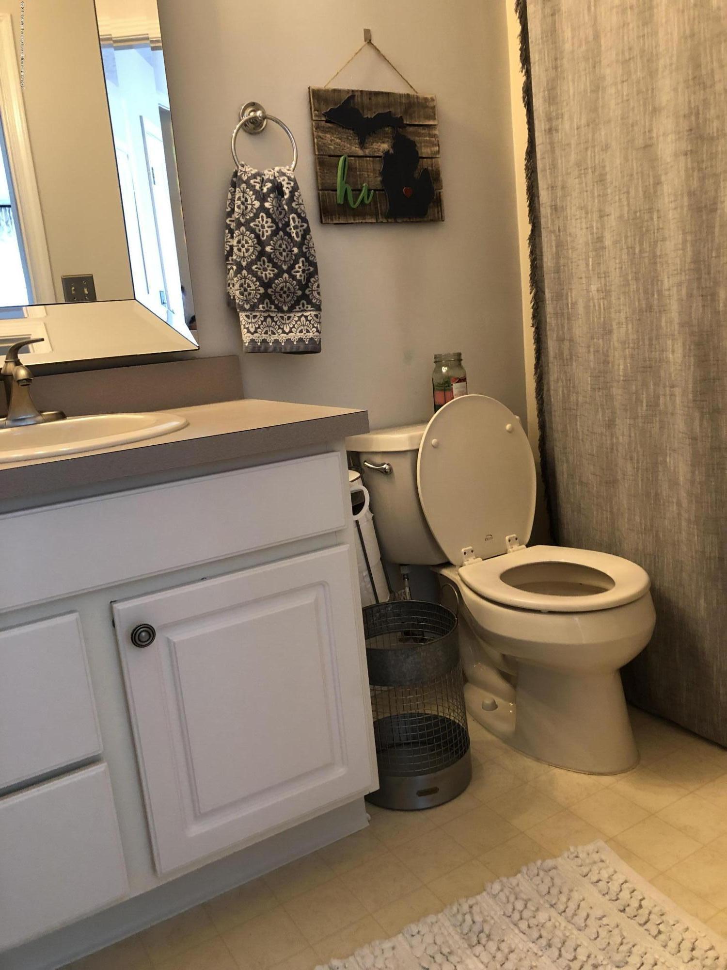 712 Pine Meadow Ln - Upstrs Bathroom - 15
