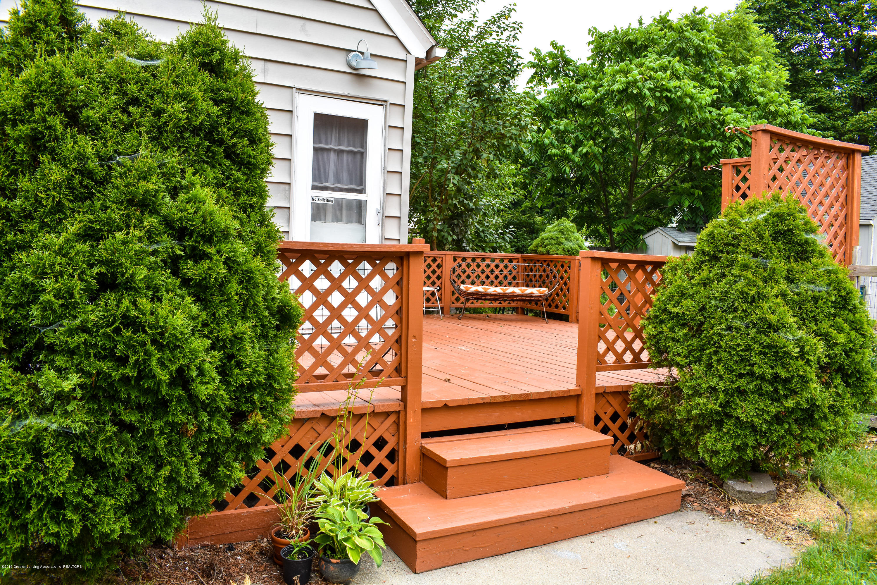 2123 Lyons Ave - Back deck - 16