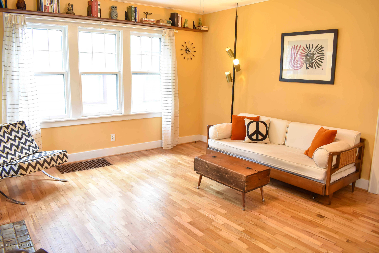 2123 Lyons Ave - Living room - 2
