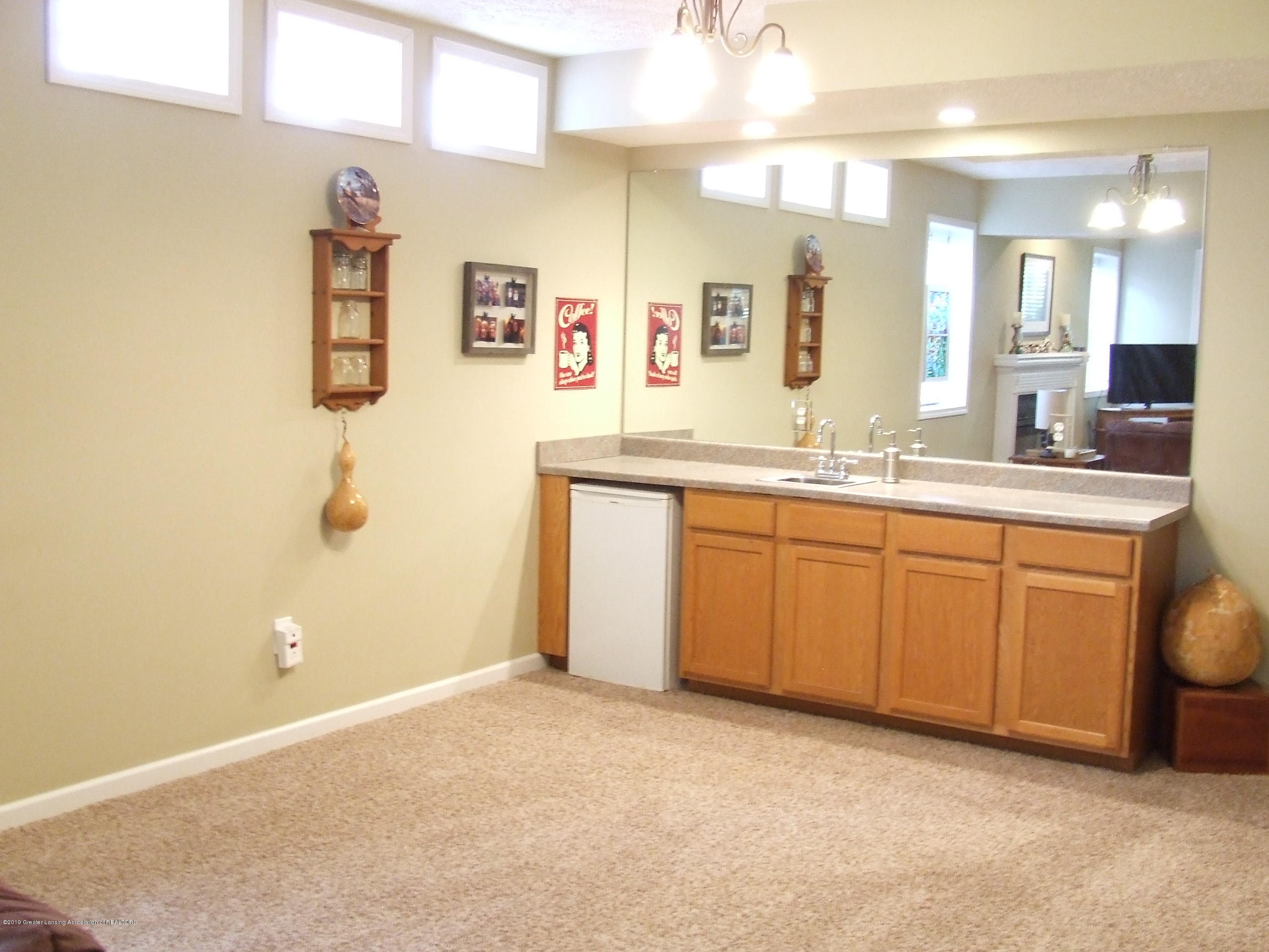 10812 Canterbury Ln - Lower level rec room with wet bar - 25