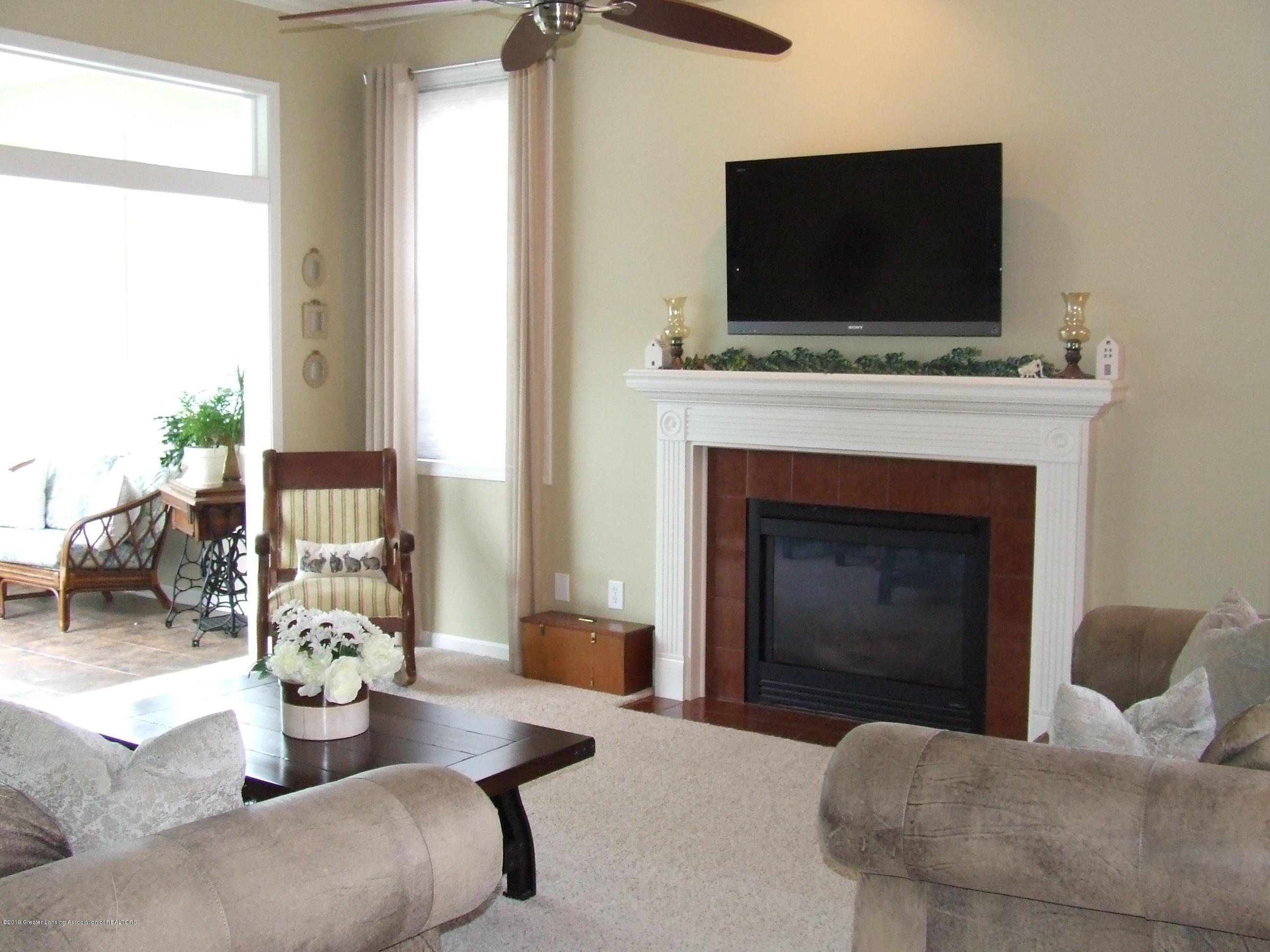 10812 Canterbury Ln - Living room - 11