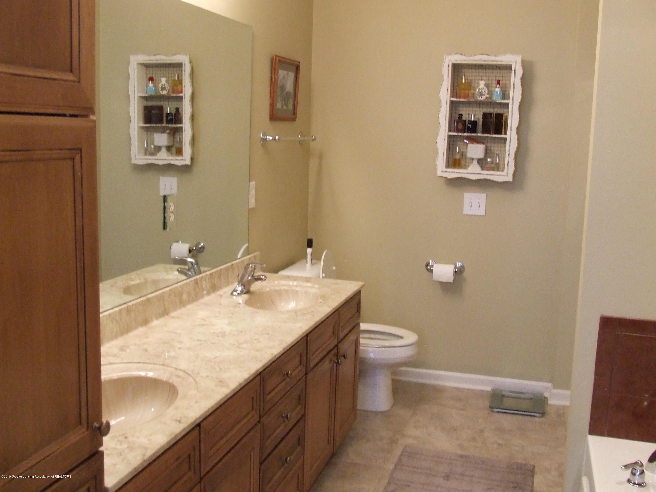 10812 Canterbury Ln - Master bathroom - 17