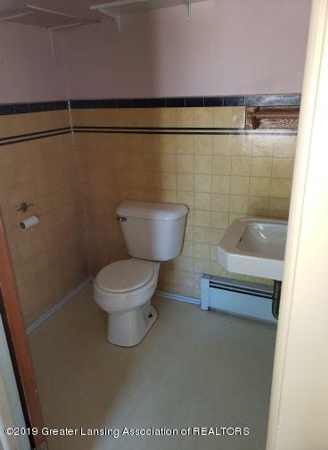 106 E Knight St - Bathroom #2 - 7
