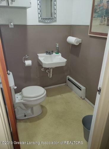106 E Knight St - Bathroom #4 - 9