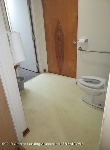 106 E Knight St - Bathroom#3 - 8