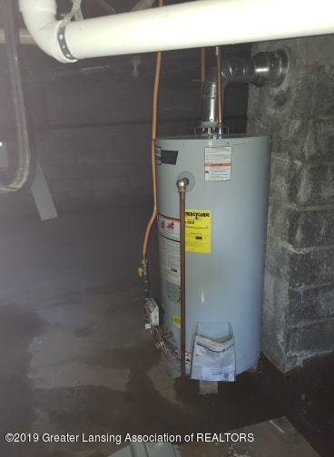 106 E Knight St - water heater - 34
