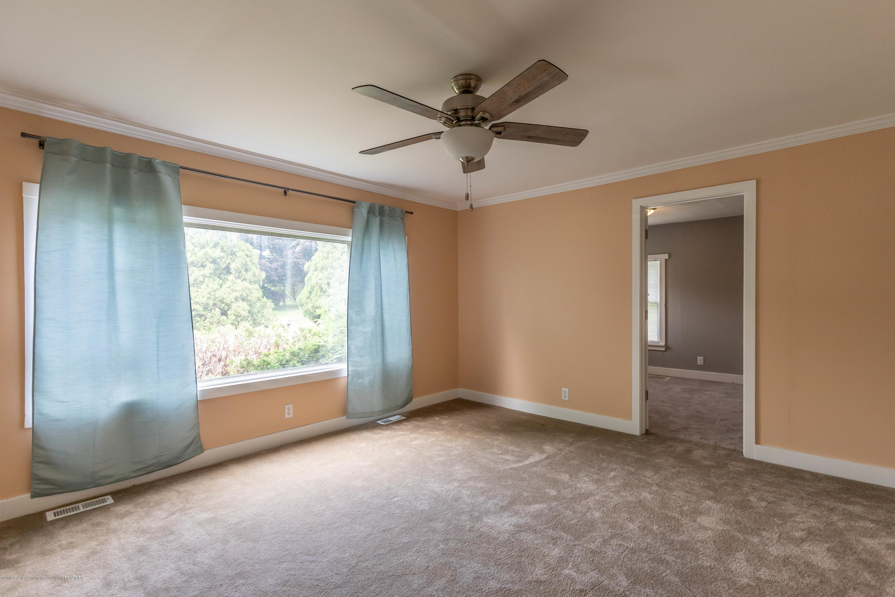 15549 Airport Rd - Living - 9