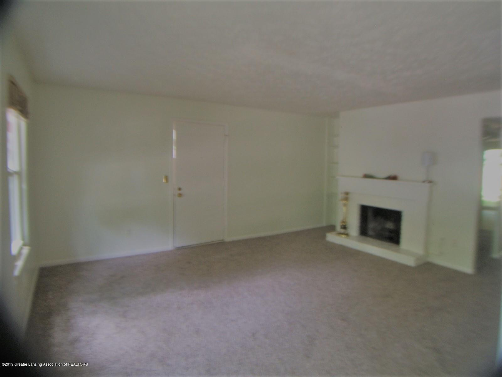 2024 Hamilton Rd 2 - Living Room - 6