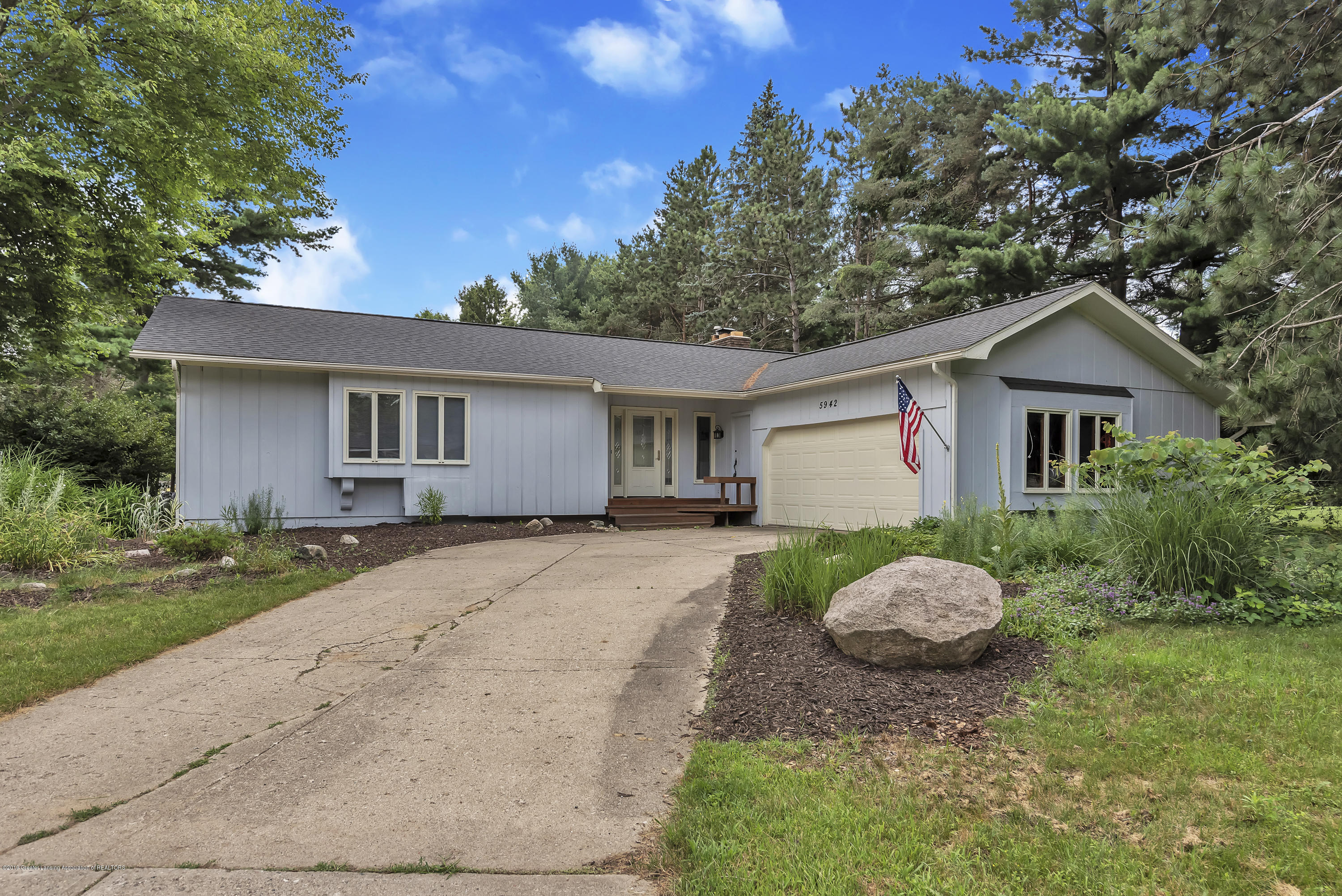 5942 W Sleepy Hollow Ln - 5942-W-Sleepy-Hollow-Ln-East-Lansing-MI- - 3