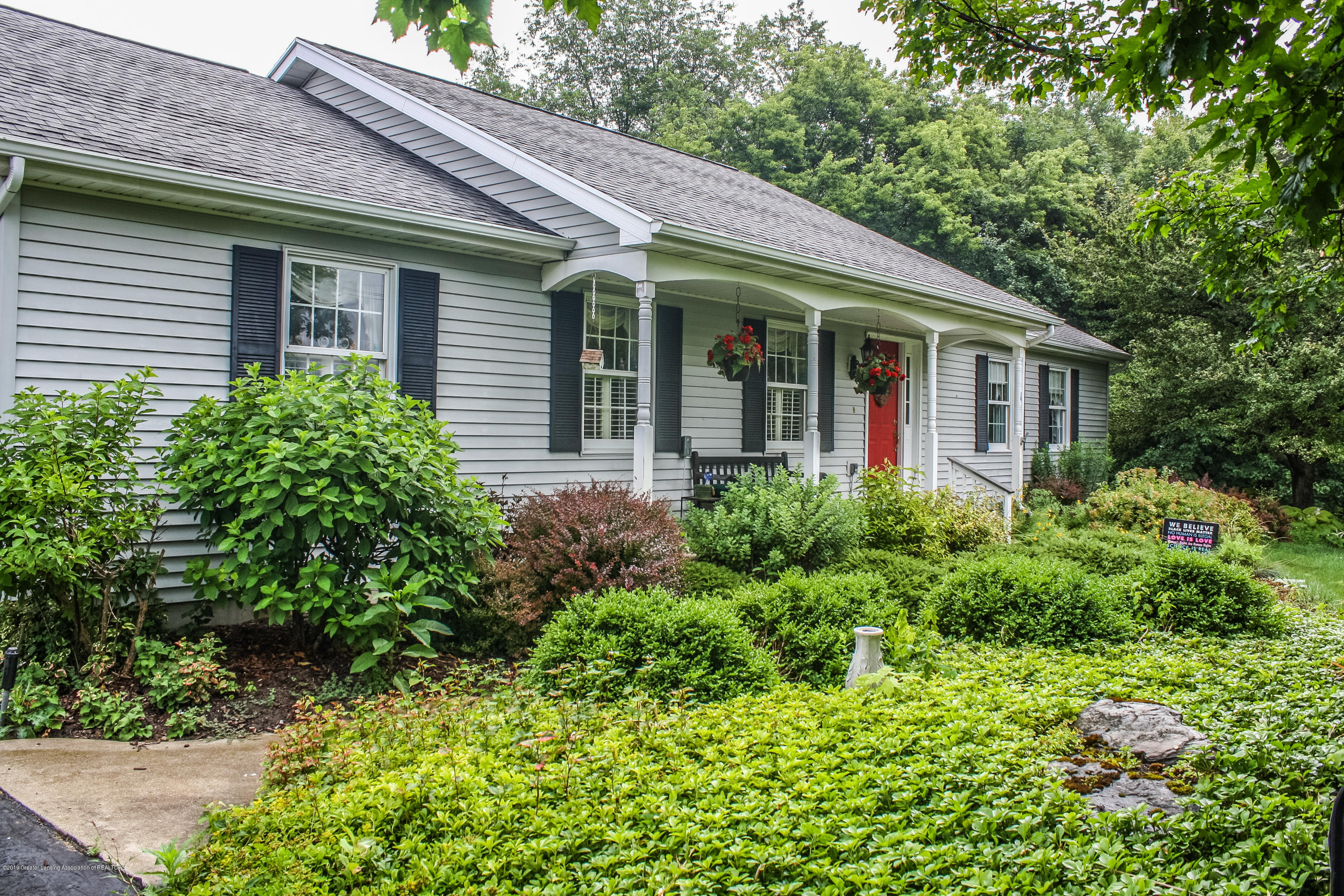 7077 Alward Rd - Front - 2