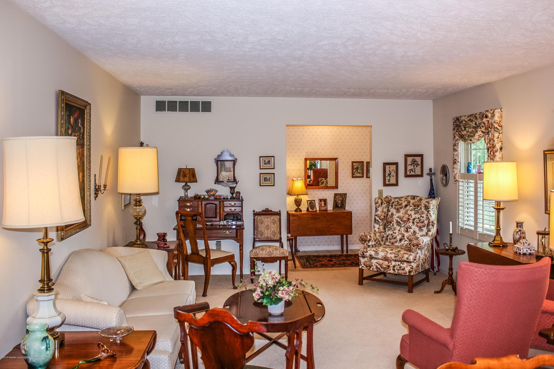 7077 Alward Rd - Family Room - 10