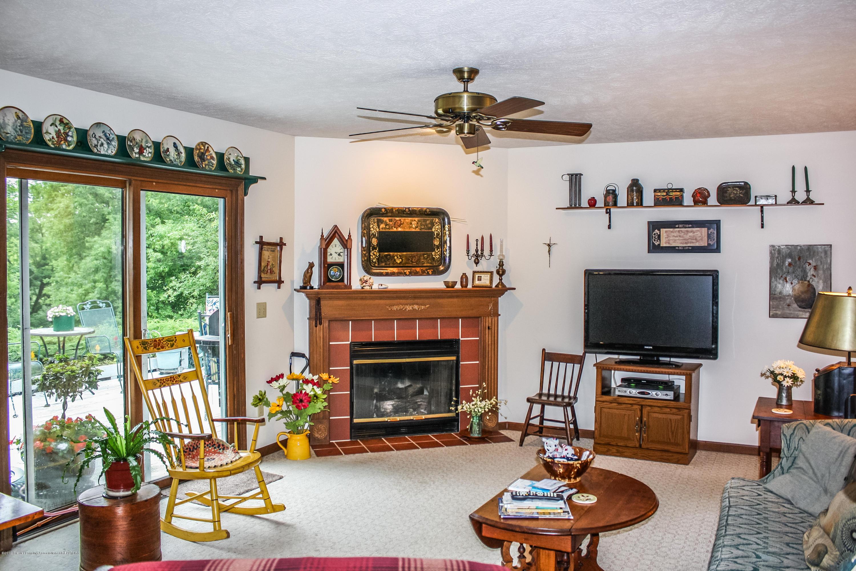 7077 Alward Rd - Living Room - 12