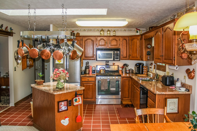 7077 Alward Rd - Kitchen - 5